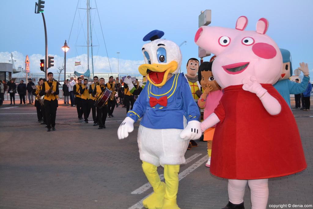 Cabalgata Dénia 2016 – Peppa Pig y el Pato Donals