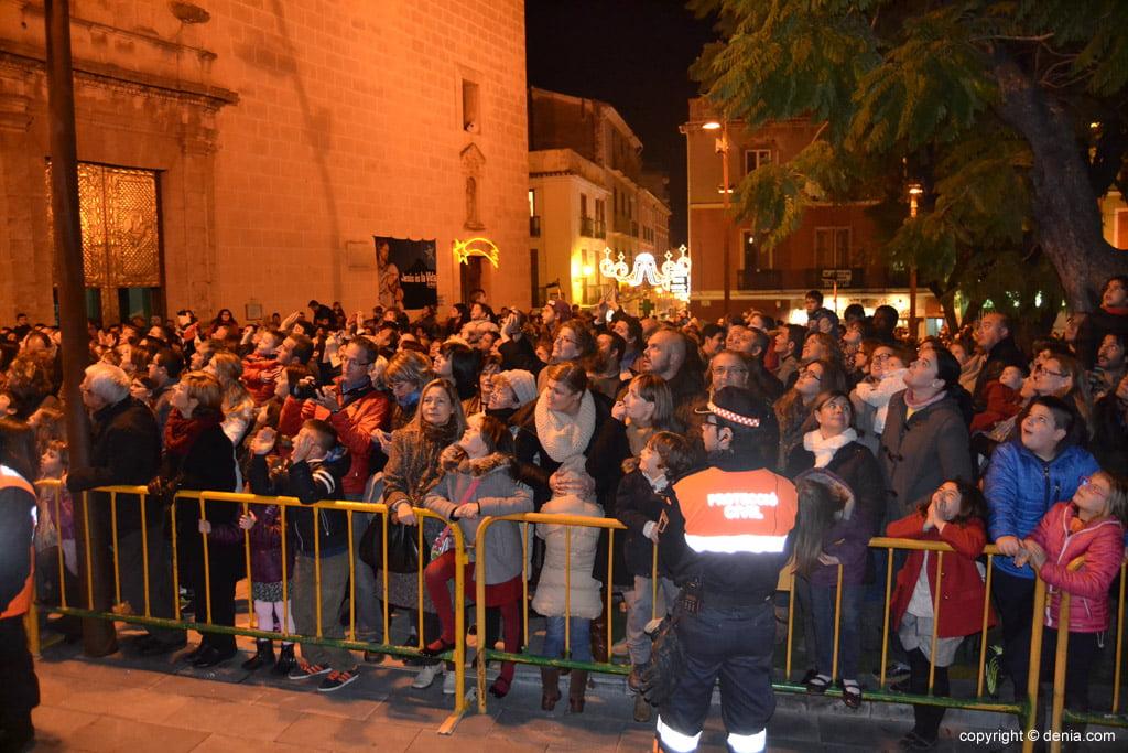Cabalgata Reyes Magos 2015 – público en la plaza del Ayuntamiento