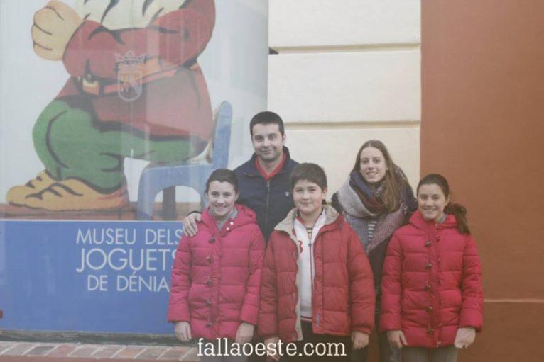 Cargos de la falla Oeste frente al Museo del Juguete