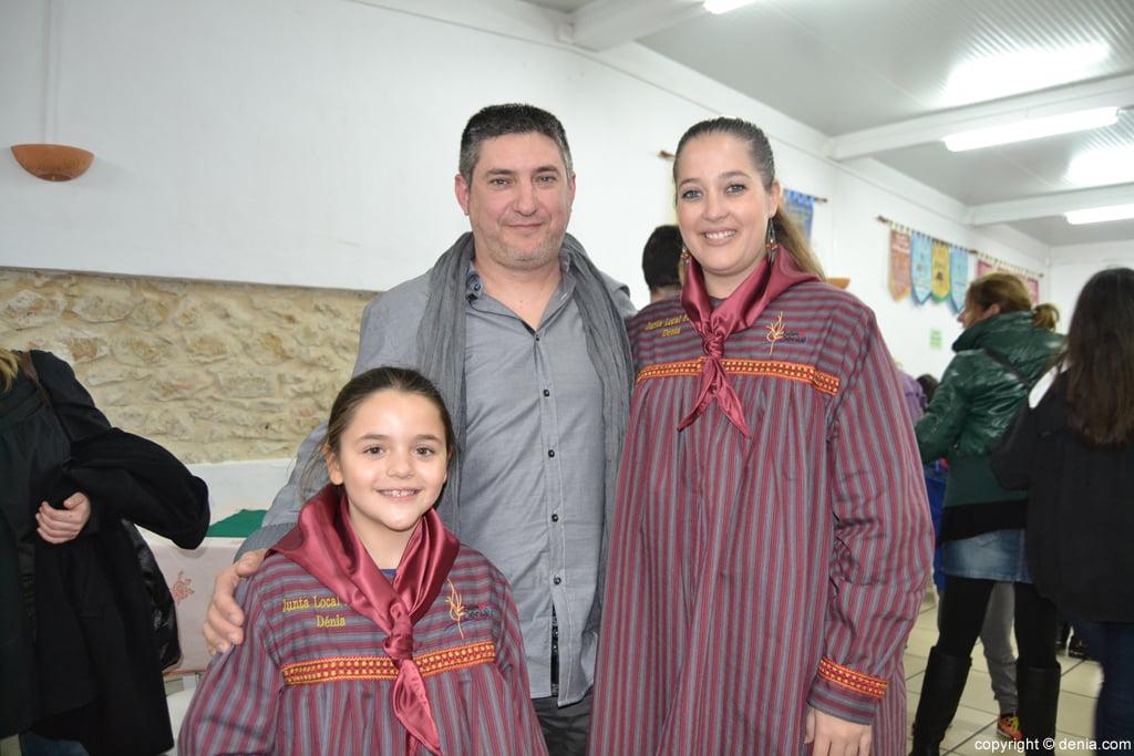 Enric Ginestar y las falleras mayores de Dénia