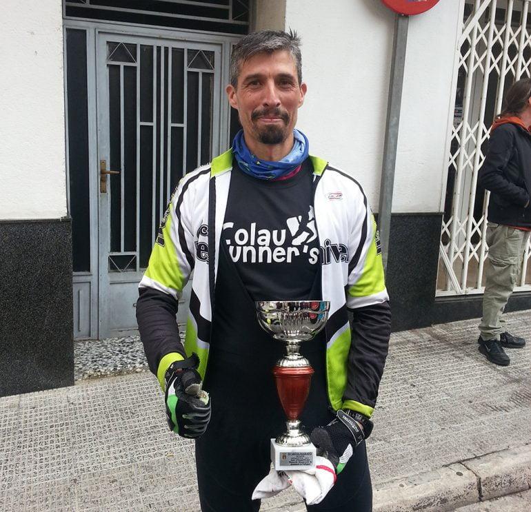 Pedro Martínez con su trofeo