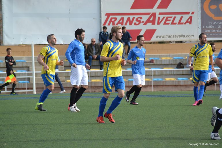 Renzo surrounded by opposing defenders
