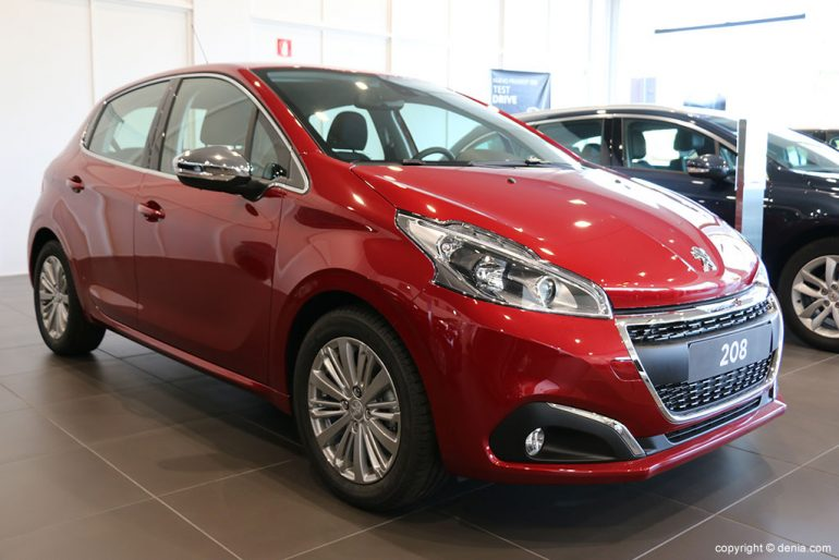 Peugeot 208 rojo Peumovil