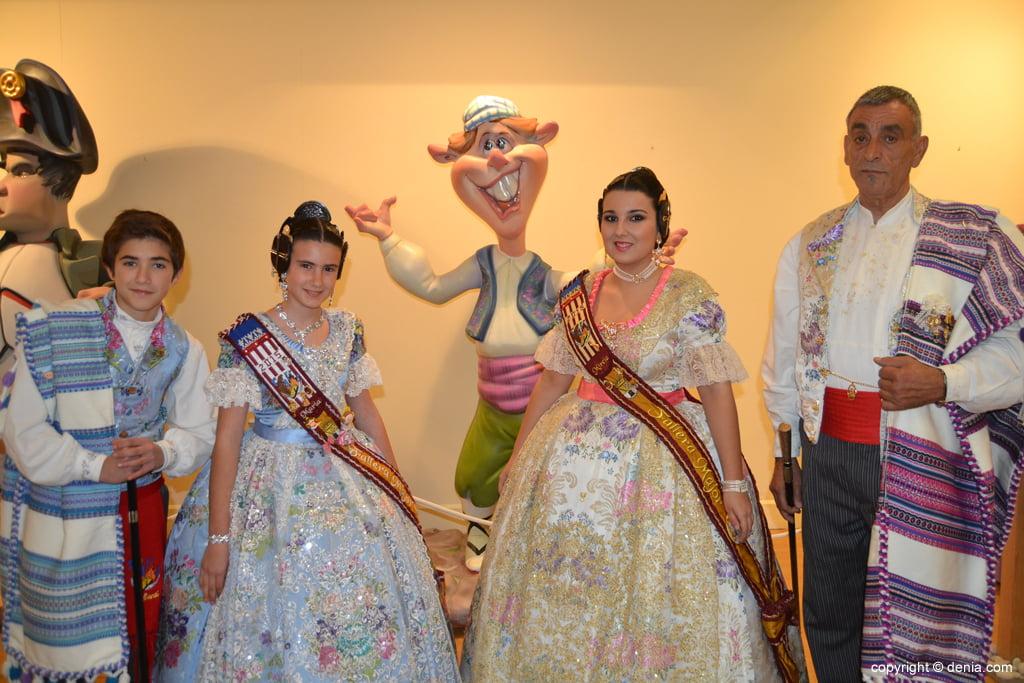Inauguració exposició de l'Ninot 2015 - Els càrrecs de la falla Darrere de l'Castell amb el seu ninot