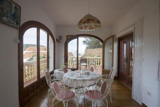 Menjador i terrassa de la Casa Lune Quality Rent a Vila