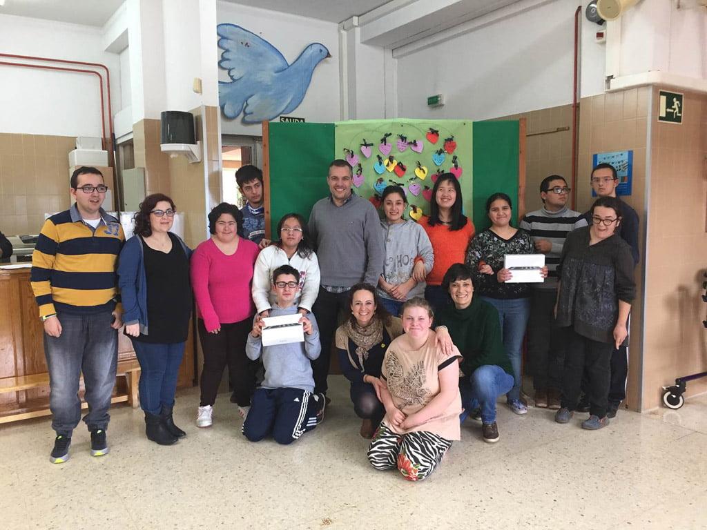 Donación de dos Ipads al Raquel Payà