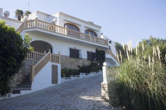 Façana Casa Luna Quality Rent a Vila