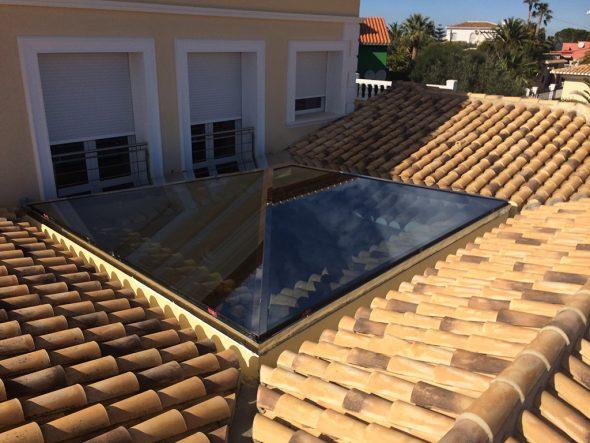 Lucenario sul tetto di una casa