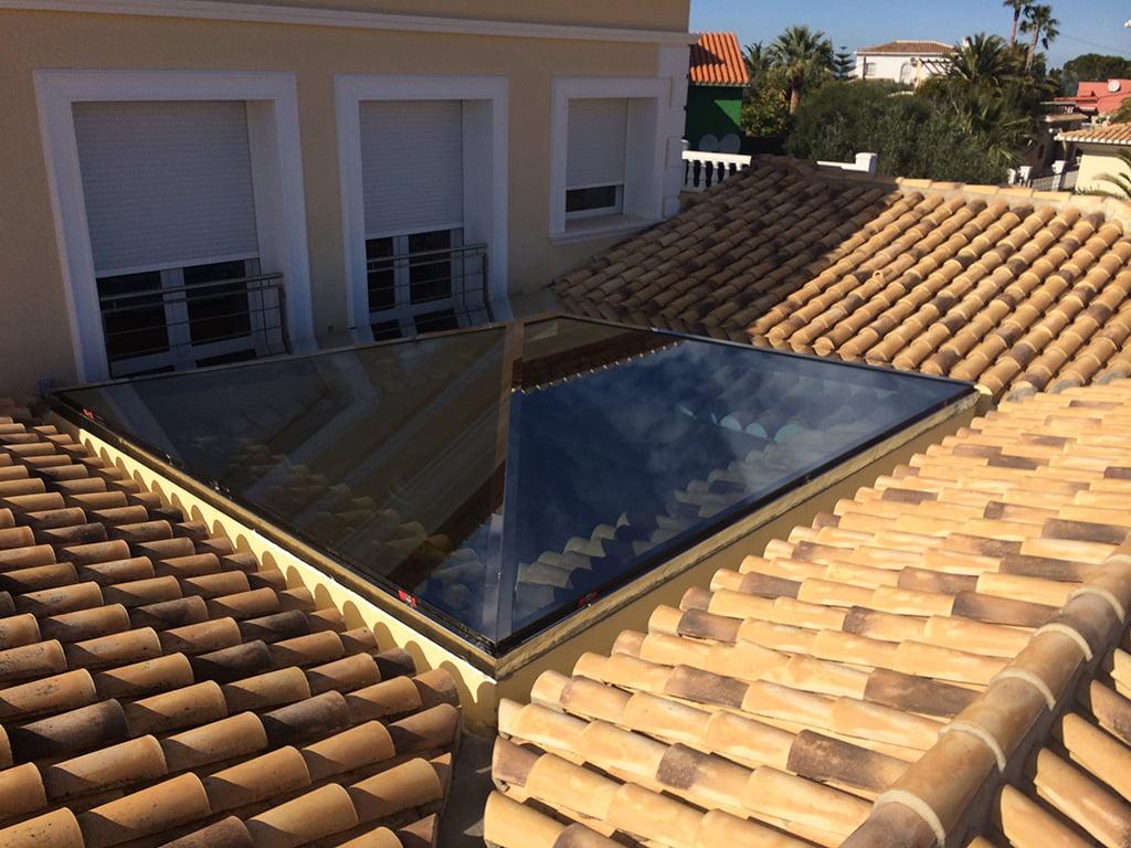 Lucenario en el tejado de una casa