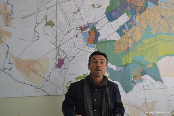 Vicente Chelet explicando el Plan General