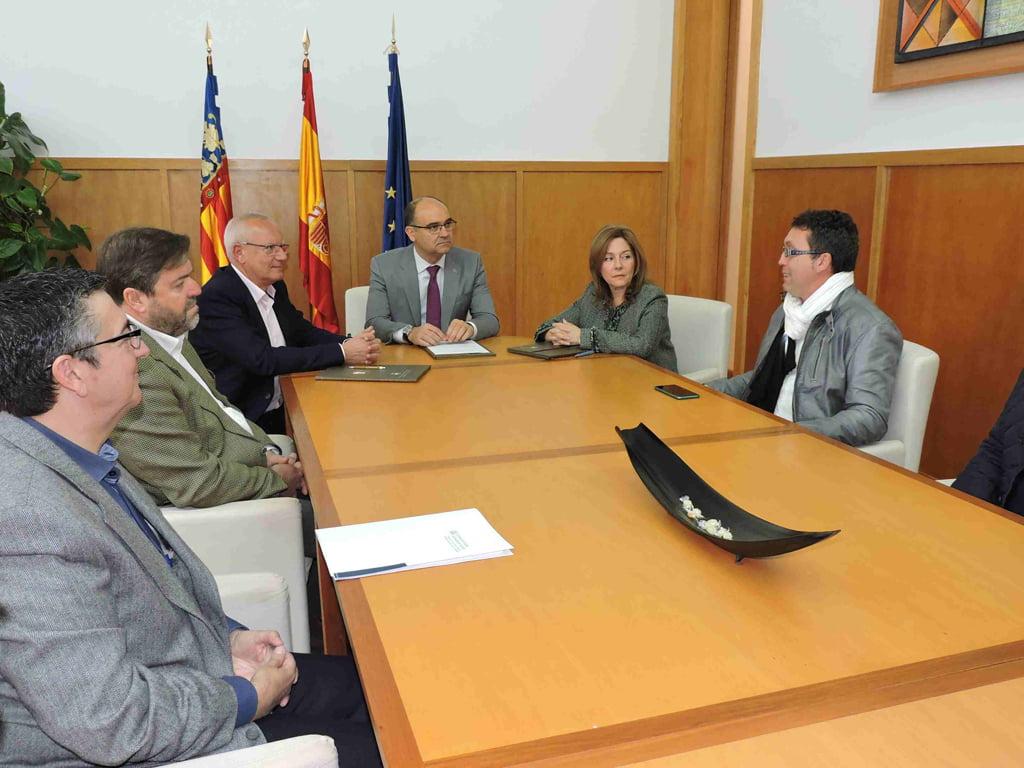 Firma del convenio entre Dénia y la Universidad de Alicante