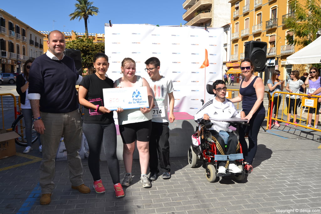 3º awards Raquel Payà Solidarity March - check Delivery Portal de la Marina