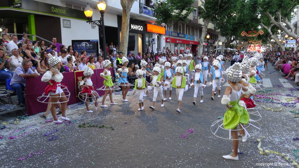 Carrozas Dénia 2015 – Comparsa infantil port Rotes