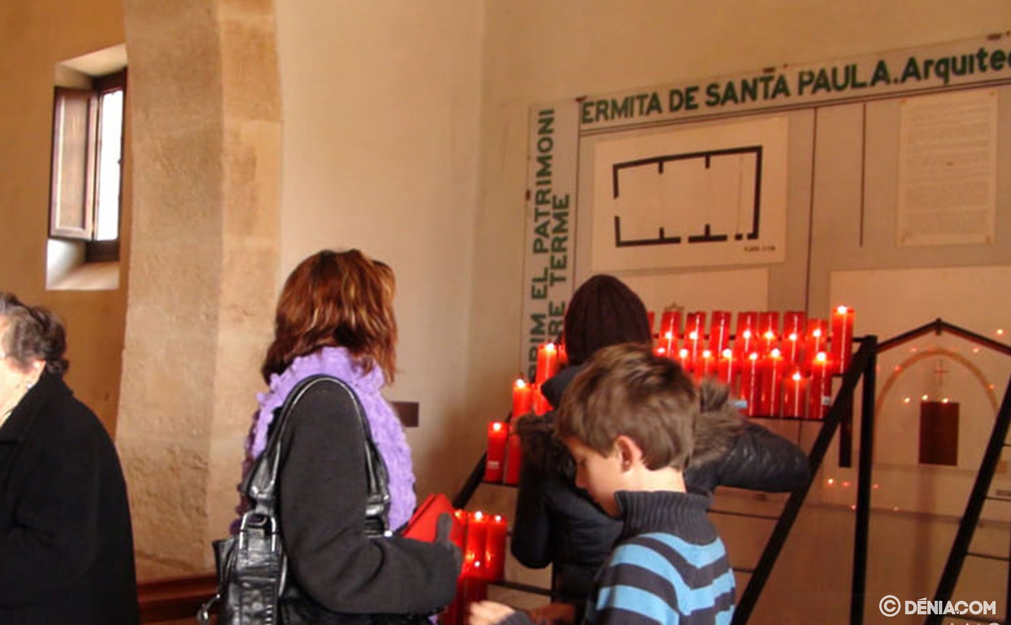 Ofrenda de cirios a Santa Paula