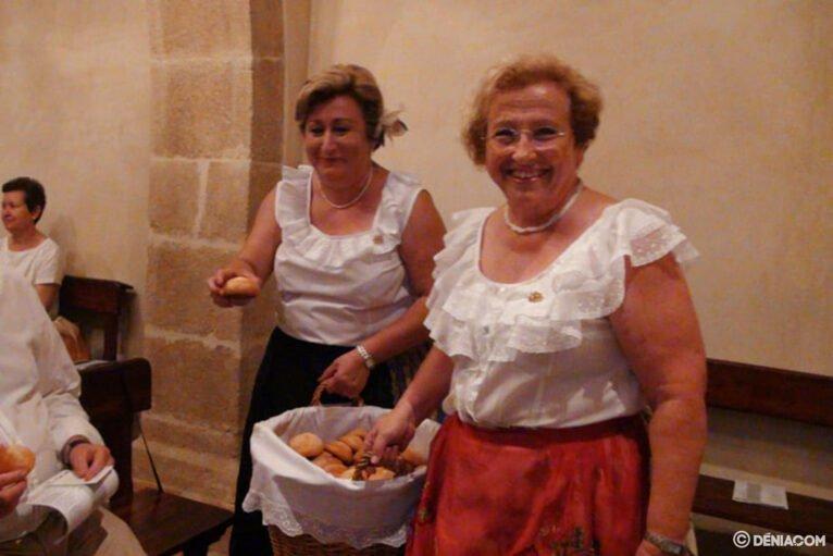 Reparto de pan bendito