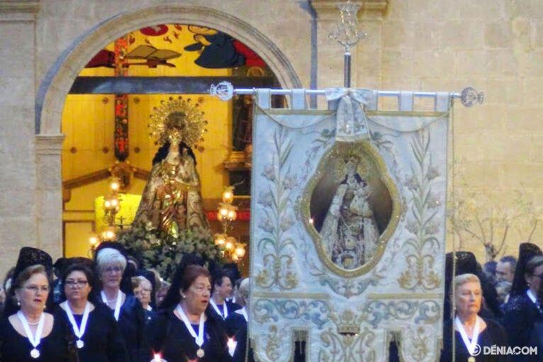 Procesión de la Mare de Déu dels Desemparats - Salida del templo