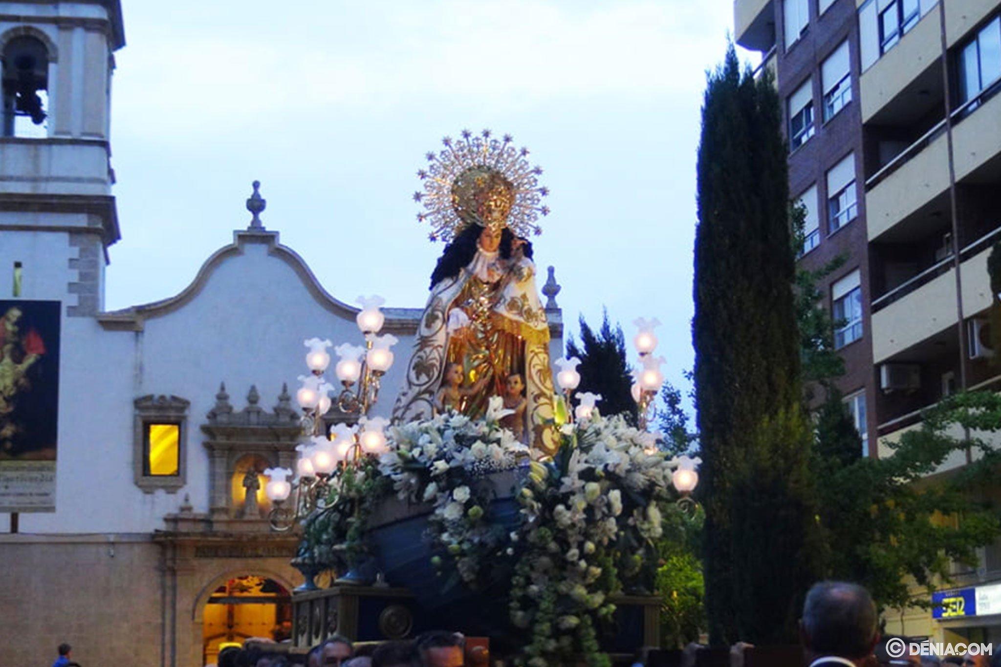 Procesión de la Mare de Déu dels Desemparats – Salida del templo