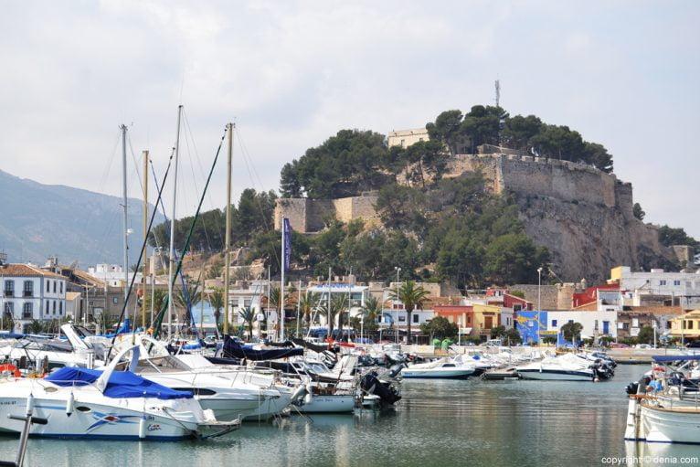 Puerto de Dénia - El castillo desde el puerto