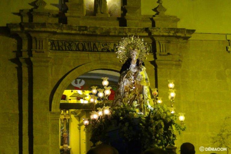Procesión de la Mare de Déu dels Desemparats - Entrada en la iglesia