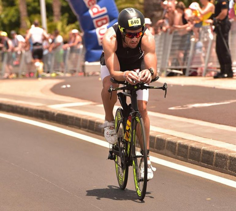 David Ribes sobre la bicicleta