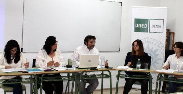 Debate sobre desahucios en la UNED de Dénia