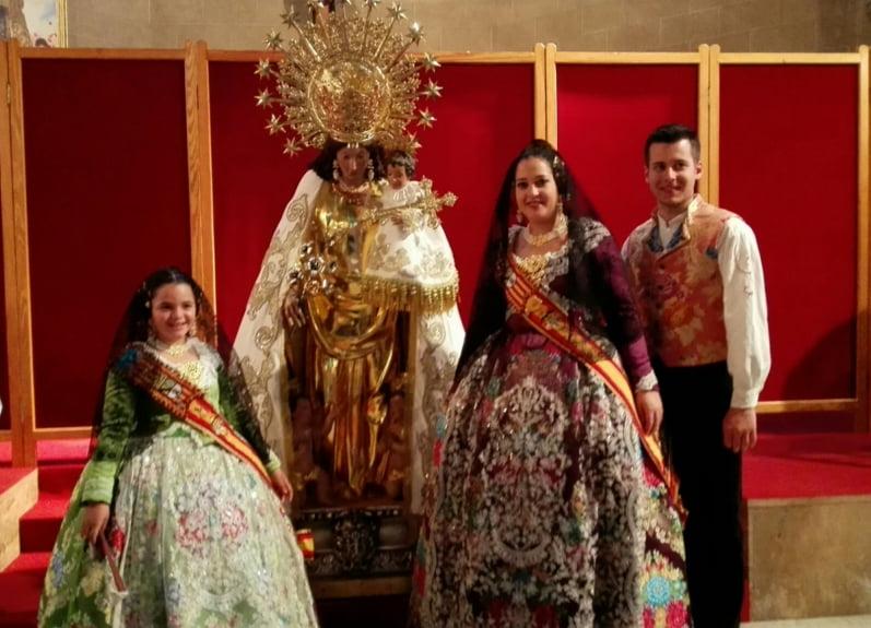 Marina y Alejandra en el Besamanos de la Virgen