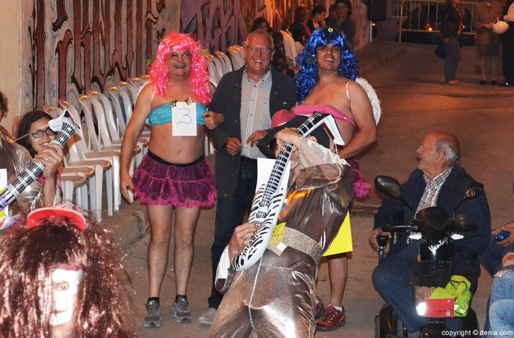 Fiestas Santíssima Trinitat Dénia – el alcalde con dos participantes