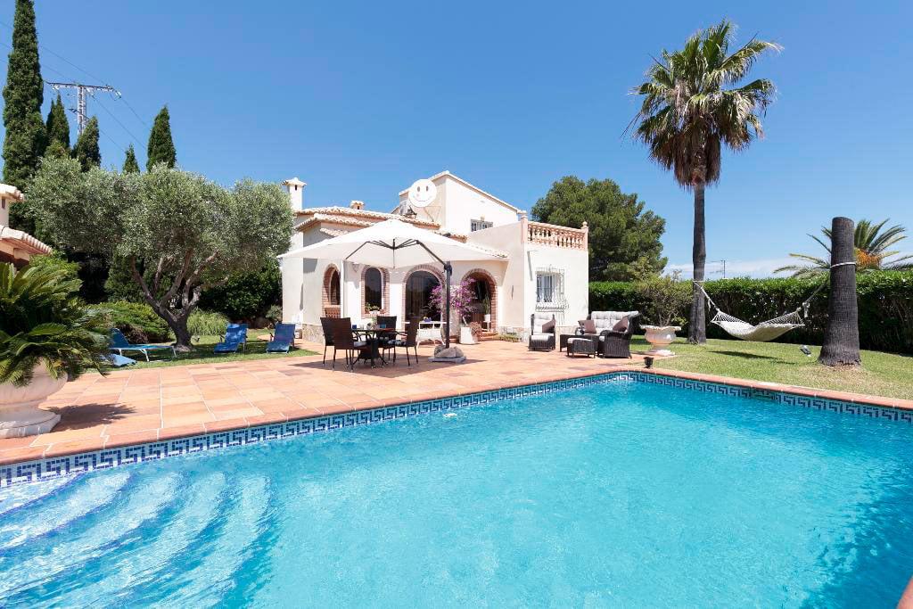 Jard n casa kaba quality rent a villa d for Apartamentos villa jardin cambrils