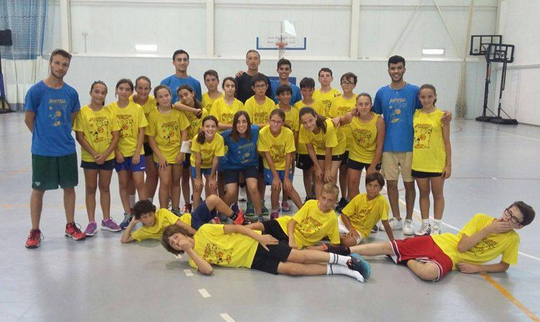 Eduardo Clavero junto a técnicos y alumnos del Campu