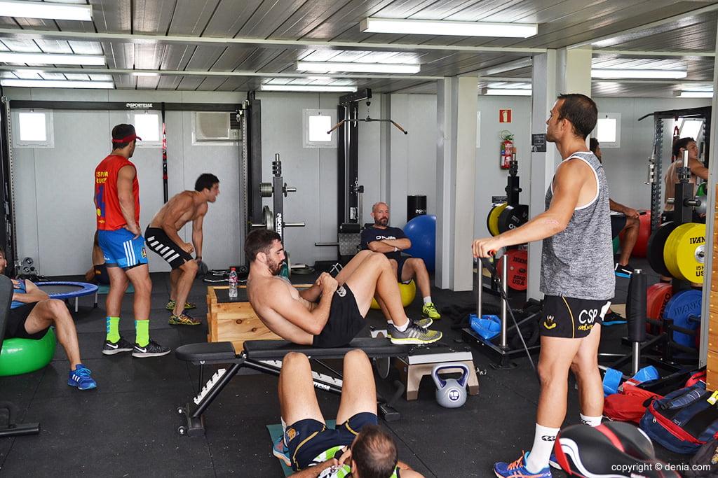 Los jugadores espa oles en el gimnasio d for Gimnasio denia