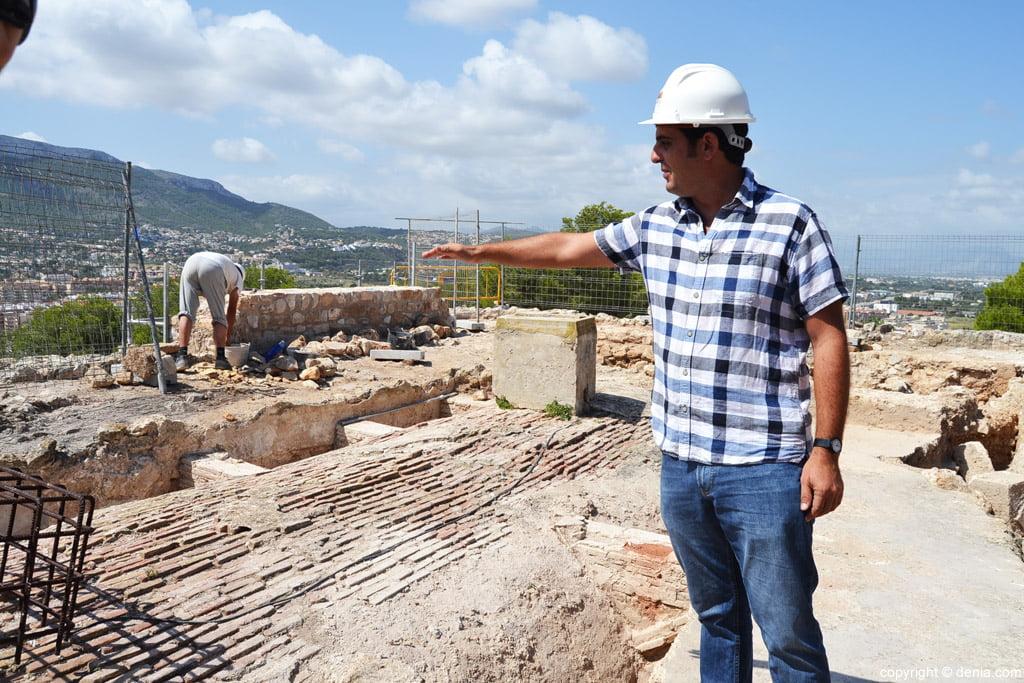 El arqueólogo encargado de los trabajos