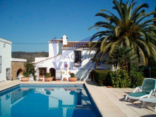 Maison Façade et piscine Vacation Villas