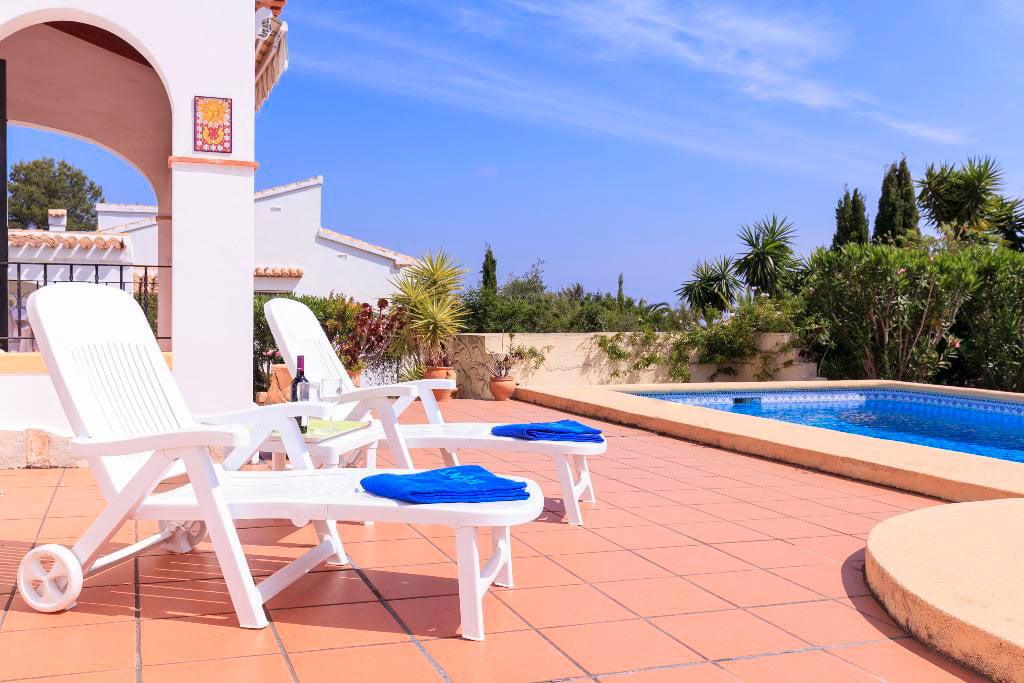 Hamaca y piscina quality rent a villas d for Hamacas de piscina