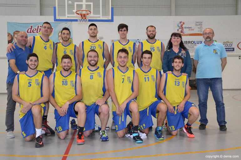 Jesús Pantojo with the senior team Dénia Basketball Club