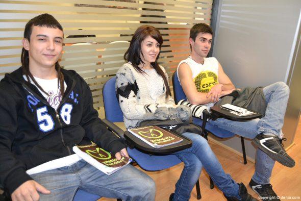 Alumnos en clase teórica en la Autoescuela V de Victoria
