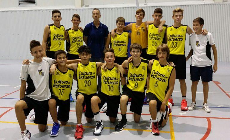 Eduardo Clavero con el equipo cadete del Dénia Básquet Club
