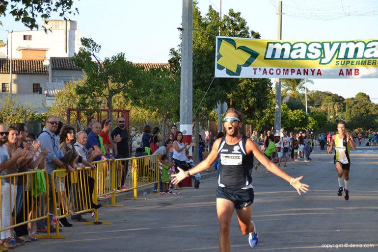 Mayor Javier crossing the finish line