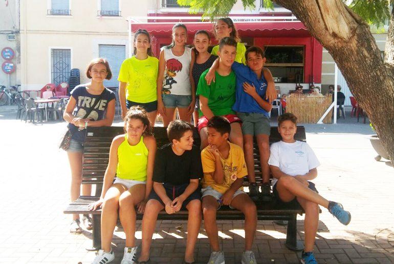Les enfants qui participent à l'gimkana historique de Beniarbeig