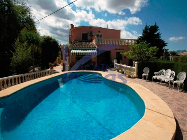 Chalet con piscina en vacation villas d - Chalet con piscina ...