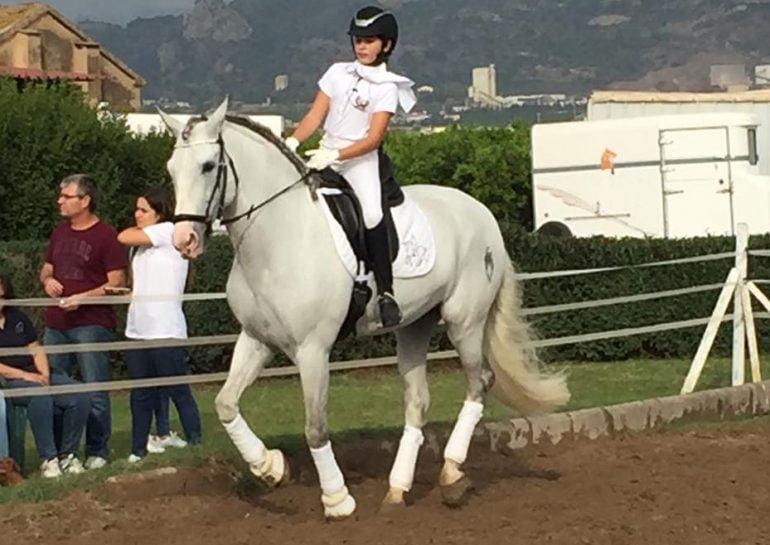 Claudia Lledó con su caballo Rececho.
