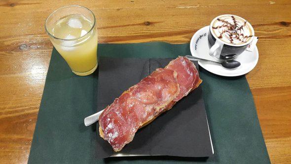 Petit déjeuner à My Bar