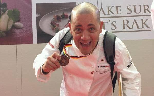 Federico Guajardo celebra la medalla de bronce