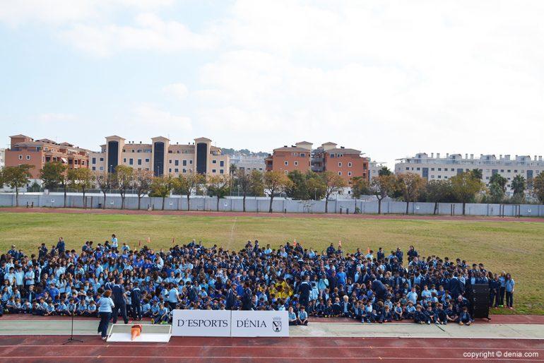 Formación conjunta de las 17 escuelas deportivas