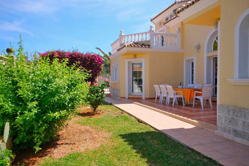 Jardins de la casa Quality Rent a Vila