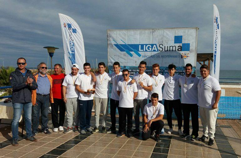 Equipo juvenil del Club Rem Marina de Dénia con sus medallas
