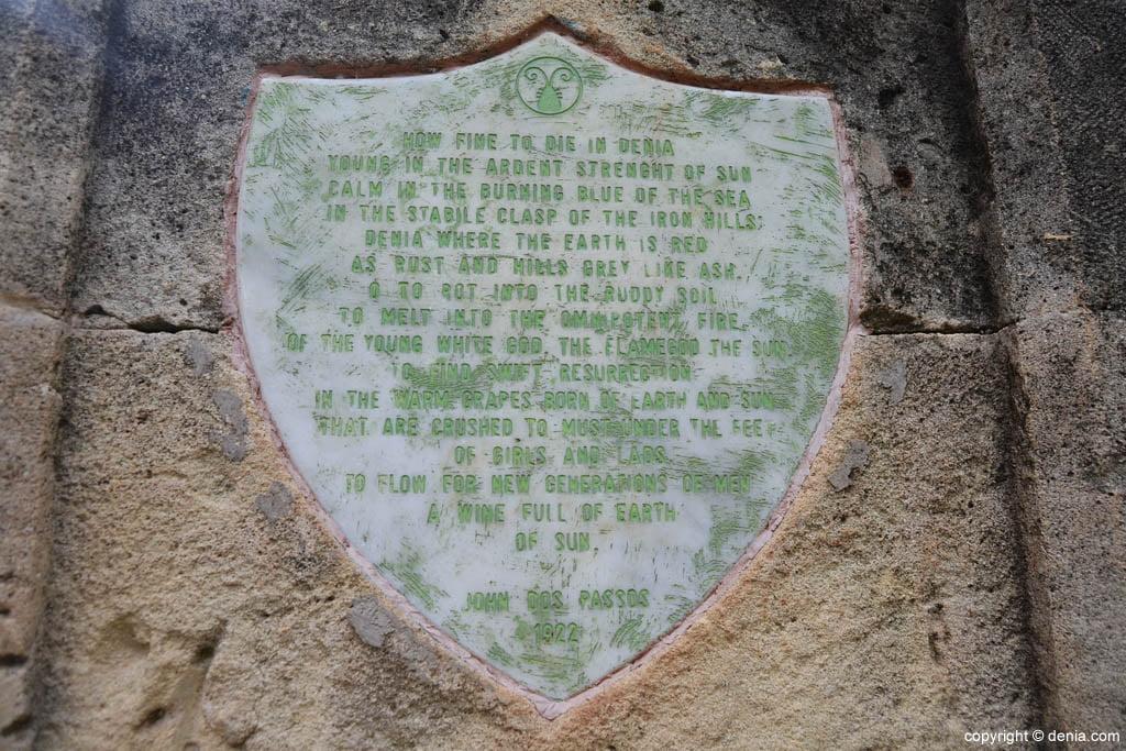 Inscripción de John Dos Passos en el Cementerio de los Ingleses de Dénia