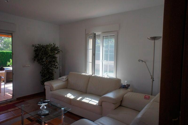 Sala d'estar del xalet en venda a Euroholding