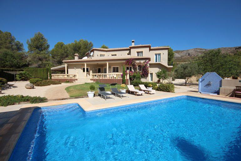Villa con piscina Stella Inmo Consulting
