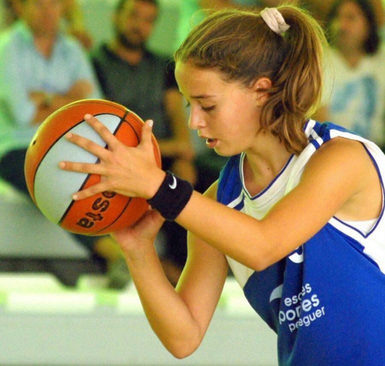 Carmen Coll throwing basket