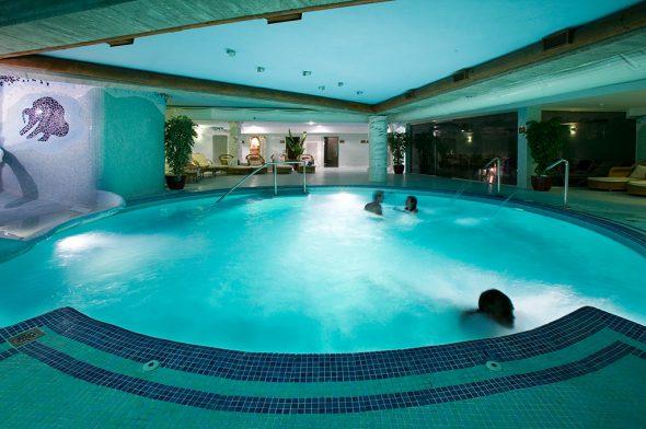 Piscina spa Hotel Daniya